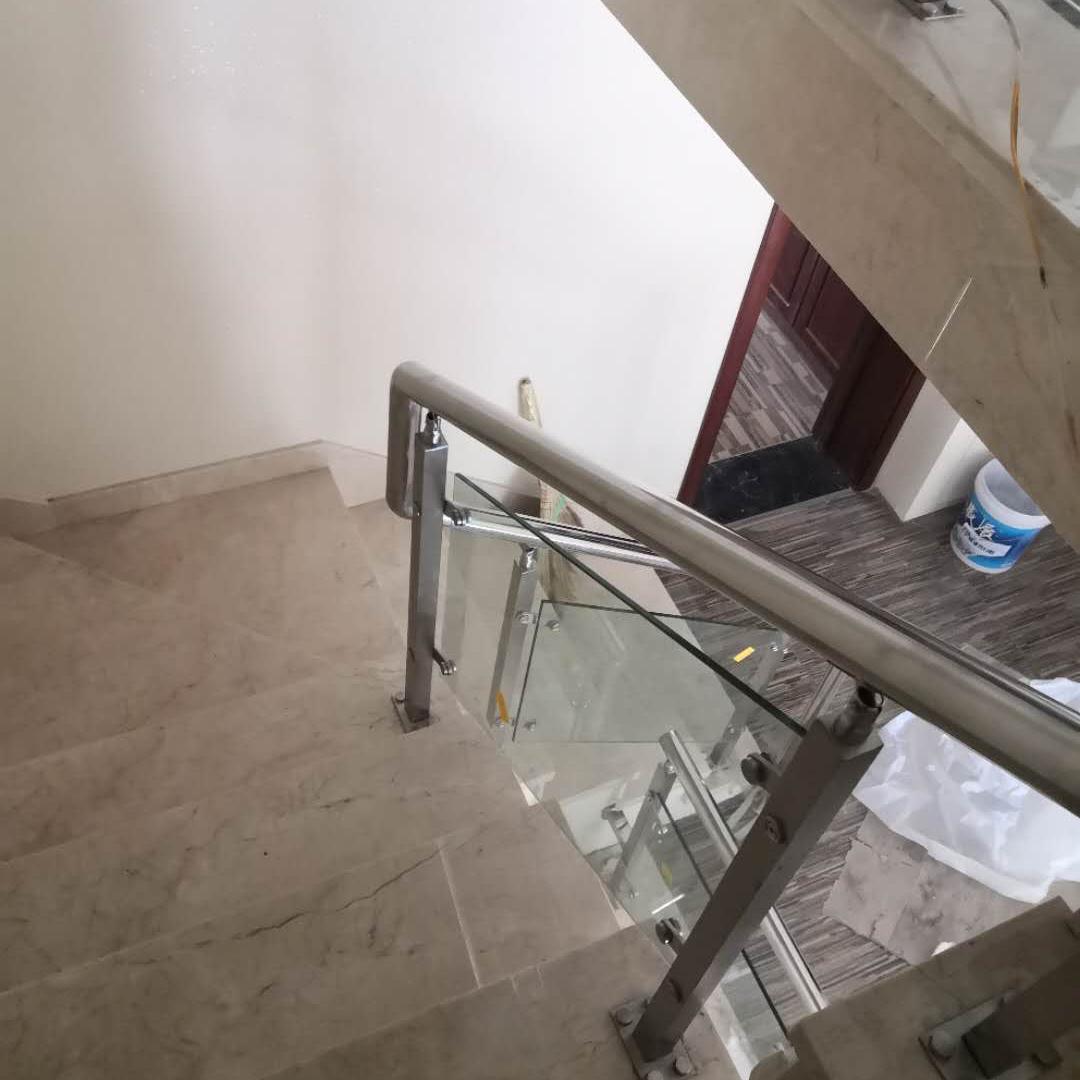 开发区金马路宾馆楼梯扶手