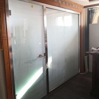 金石滩房地产售楼处财物办公室门
